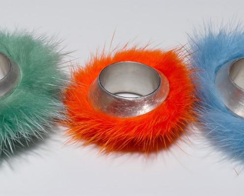 Elypsenring aus 925er Vollguss-Silber mit gefärbten Nerz - Preis: 265,-€ pro Ring