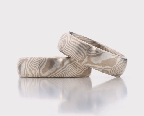 Mokume Gane Trauringe aus 585er Weißgold/925er Silber mit jeweils 0,3 mm dicken Blechen - Preis: 2535,-€/Paar